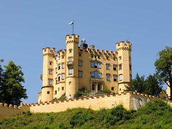 Allgaeu Koeniglich Hohenschwangau Copyright Tourist Info Fuessen Web