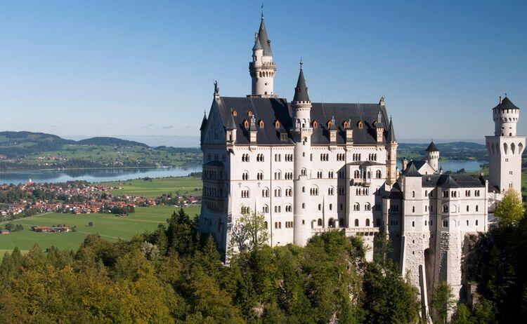 Allgaeu Koeniglich Schloss Neuschwanstein Copyright Fuessen Tourismus Web
