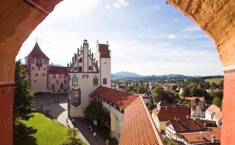 Fuessen Hohes Schloss Nordfluegel Fotograph Arthur F Selbach Copyright Allgaeu Gmbh Web 1