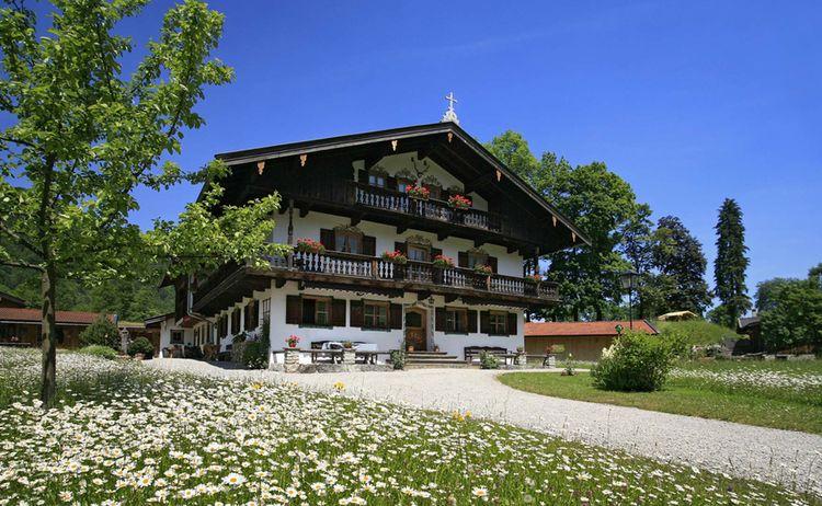 Kreuth Bauernhaus Mit Blumenwiese Copyright Alpenregion Tegernsee Schliersee Web