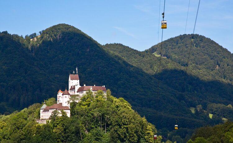 Schloss Hohenaschau Mit Kampenwandseilbahn Copyright Chiemsee Alpenland Tourismus Web