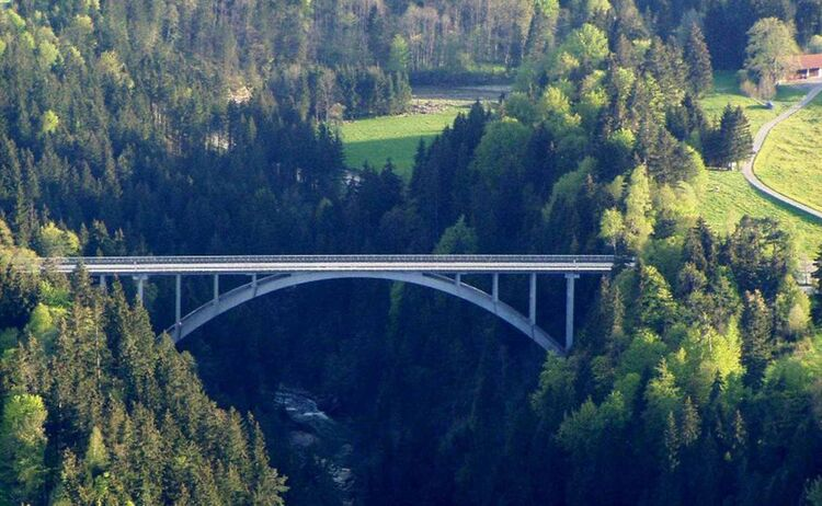 Zugspitz Region Echelsbacher Bruecke Copyright Tourist Info Pfaffenwinkel Web