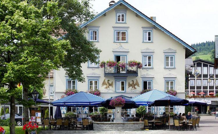 Hotel Restaurant Adler Aussenansicht Sommer 1
