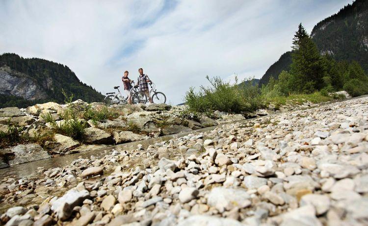 Oberammergau E Biken An Der Ammer Fotograph Mathias Neubauer Copyright Ammergauer Alpen Gmbh Web