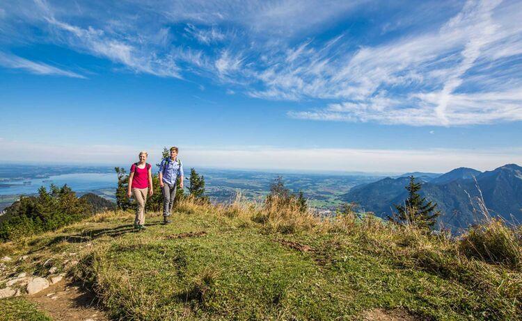 Wandern Im Chiemgau Mit Blick Auf Den Chiemsee Und In Den Chiemgau Copyright Chiemgau Tourismus E V Web